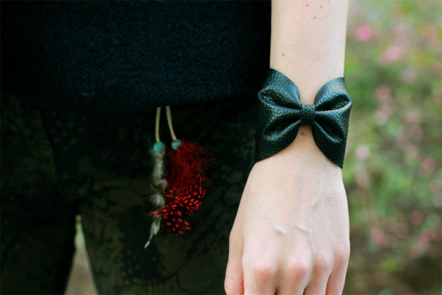 leather_bracelet_outdoor
