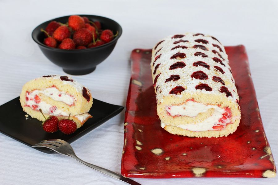 Strawberry_roll_cake1