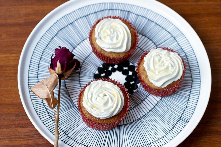 banoffee-roses-cupcake-plate