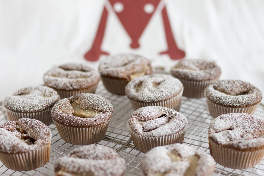 chocolate-pear-muffin-dusted