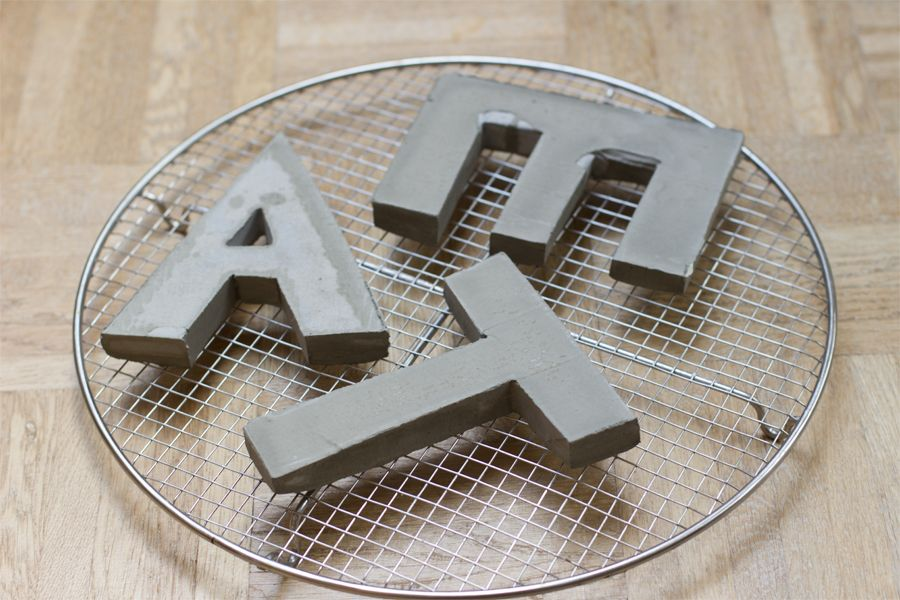 concrete_letters_dry