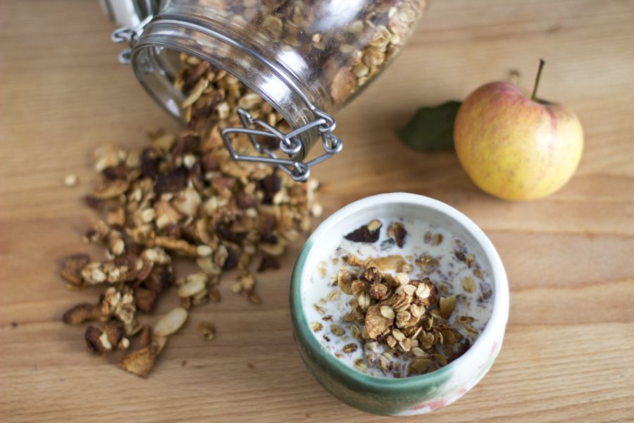 Homemade-apple-almond-granola-breakfast