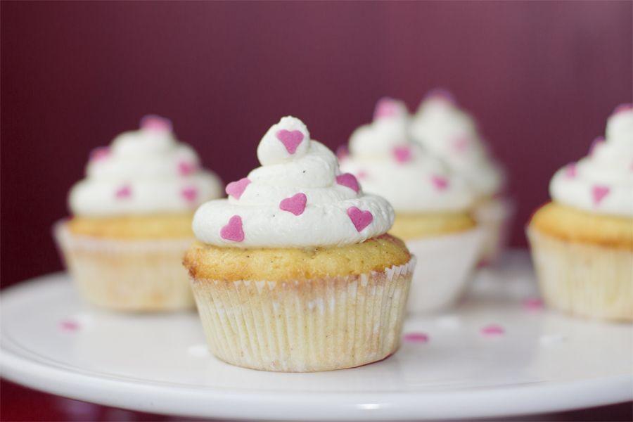 Valentines-day-cupcake-detail