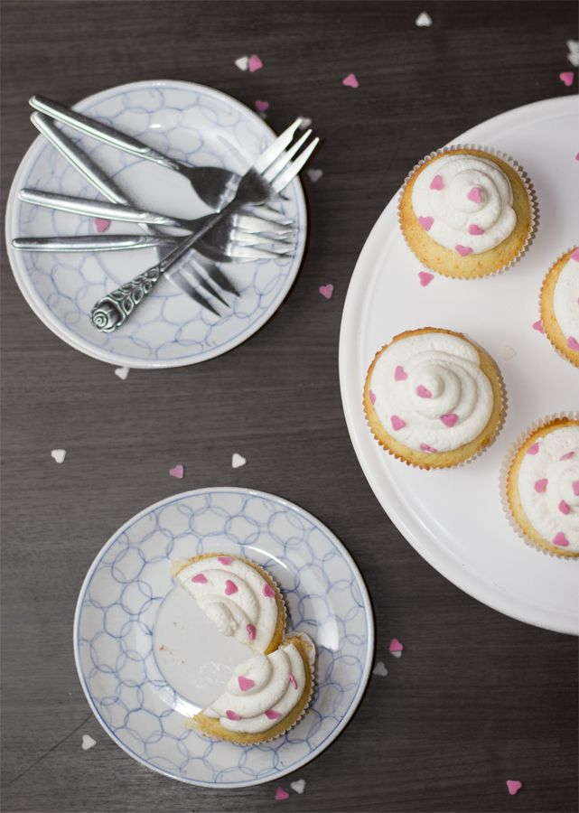 Valentines-day-heart-cupcake-setting