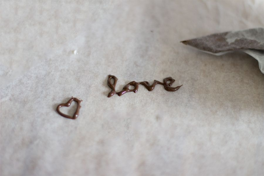 chocolate-decoration-writing