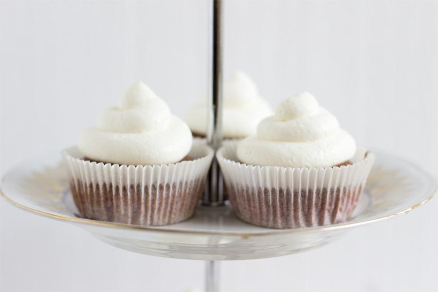 etagere-red-velvet-cupcakes