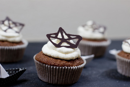 sailing-origami-ship-chocolate-cupcake-recipe