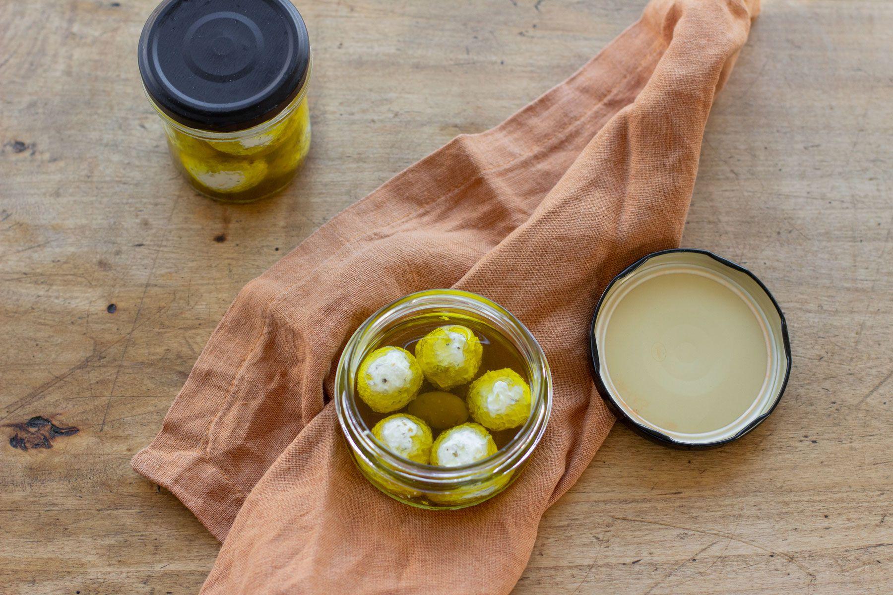Cream cheese balls from yogurt