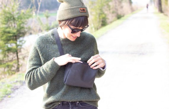 DIY: Small over-the-shoulder bag