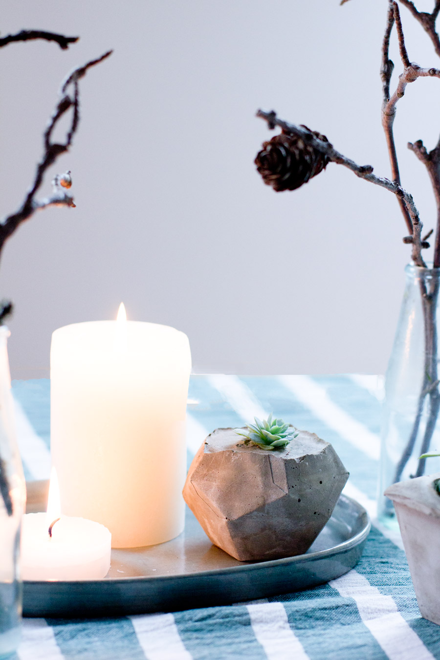 DIY-natural-minimal-winter-table-decoration