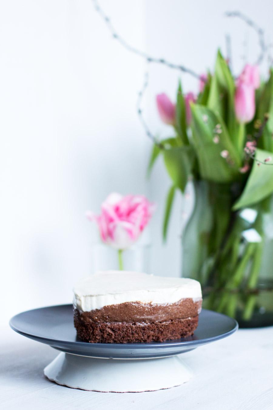 Valentines-day-caramel-chocolate-cake-recipe