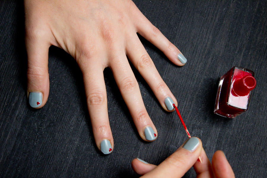 Valentines-day-nail-art-heart-painting
