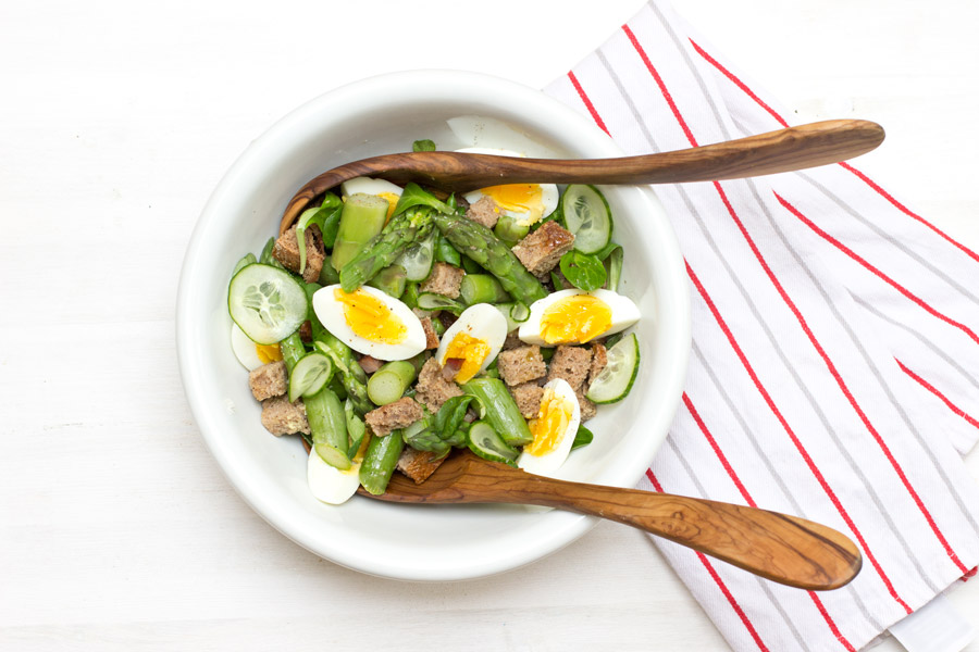Delicious spring bread salad with  asparagus, bacon and egg