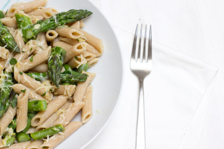 Green asparagus lemon pasta - fresh and easy lunch recipe