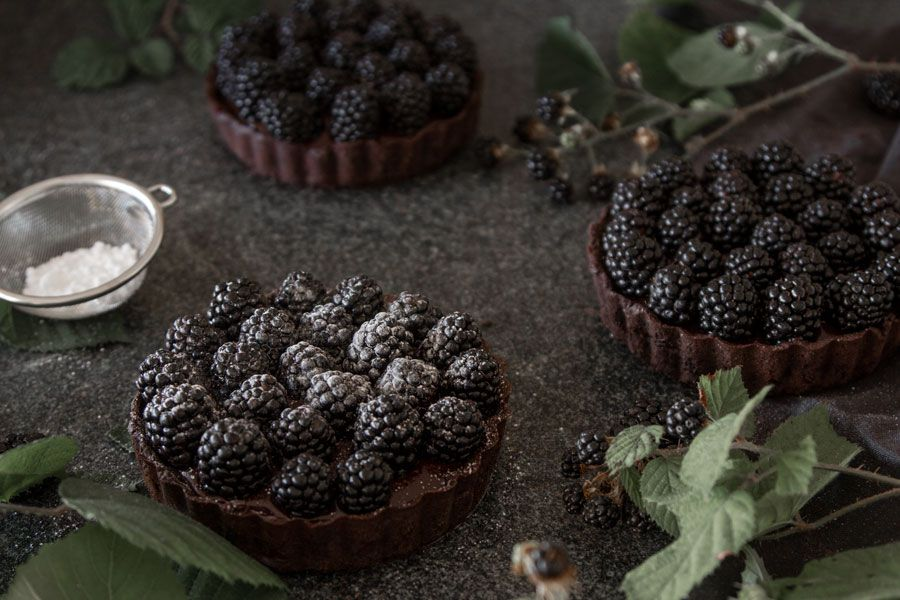 Blackberry chocolate tart