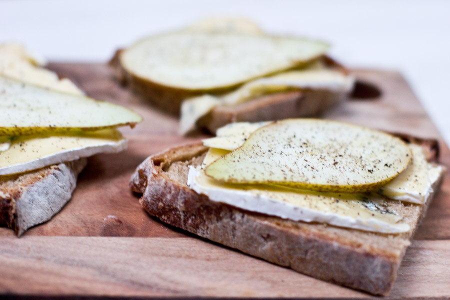 Blue cheese and pear sandwich