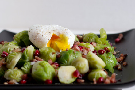 brussel-sprout-bacon-pomegranate-quick-office-lunch-recipe