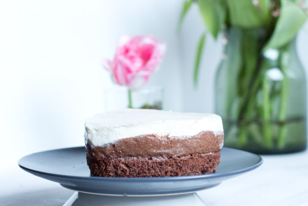 Easy recipe for a caramel chocolate mousse cake for a special ocassion