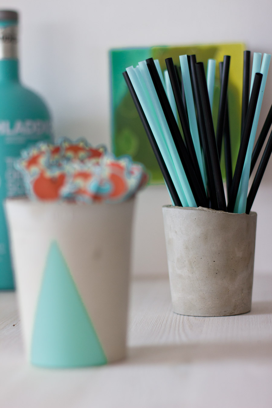 concrete-cup-mint-straw-holder