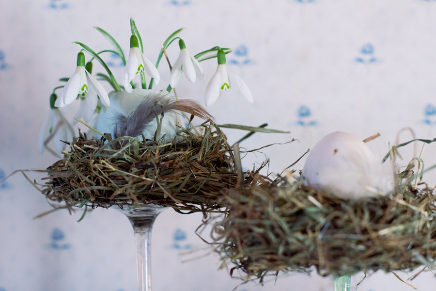 diy easter hay nest with egg vase