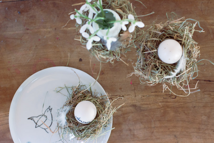 DIY hay nest for Easter place holders and egg vase decoration