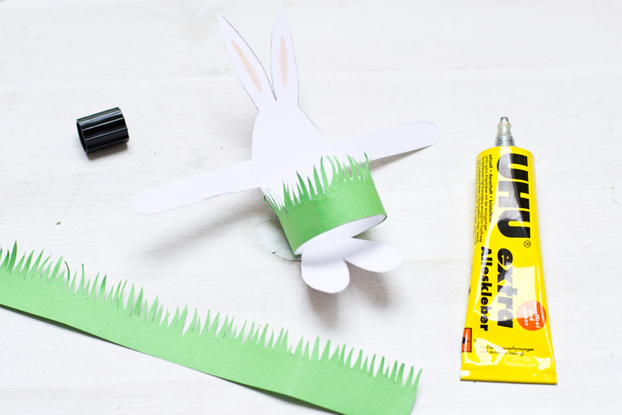 make cute paper easter bunnies with a grass cup