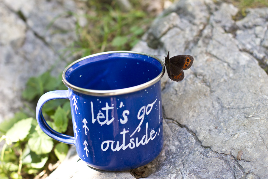 Get into the camping spirit with this DIY enamel camping cup.