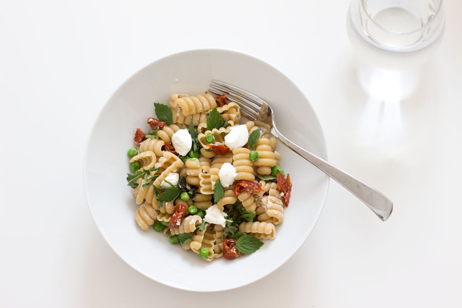 (Home) Office Lunch: Fresh summer pasta with peas and mint