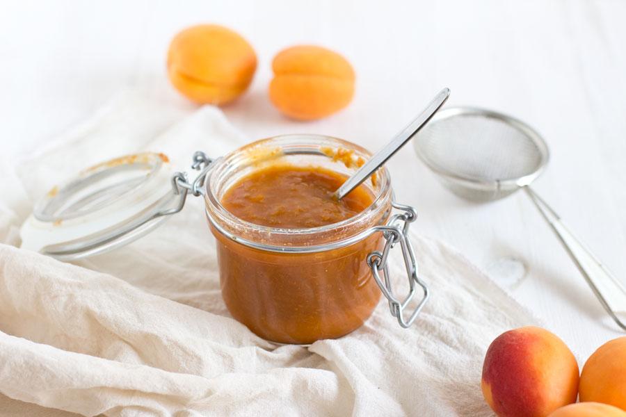 Easy homemade apricot jam recipe