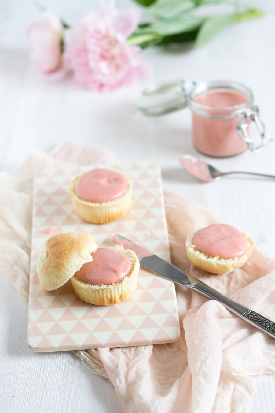 easy and fresh rhubarb curd recipe - perfect for every summer dessert