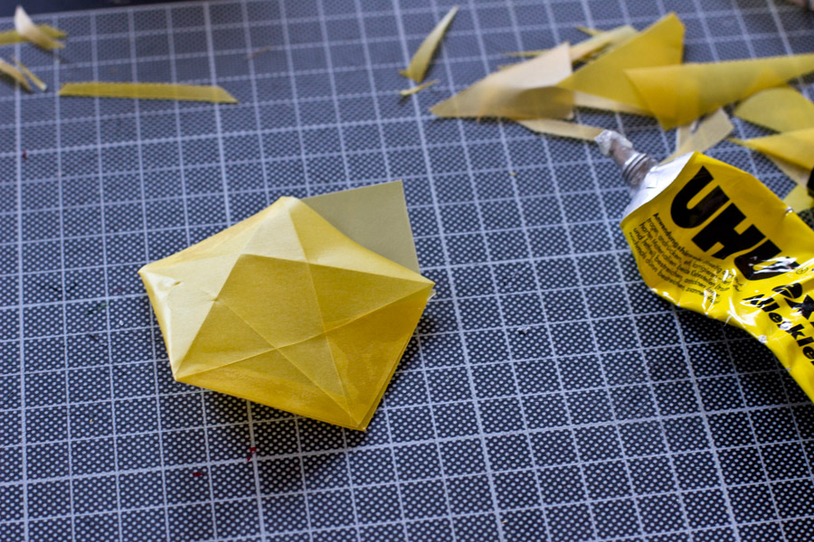 glue-origami-stars-led-lights