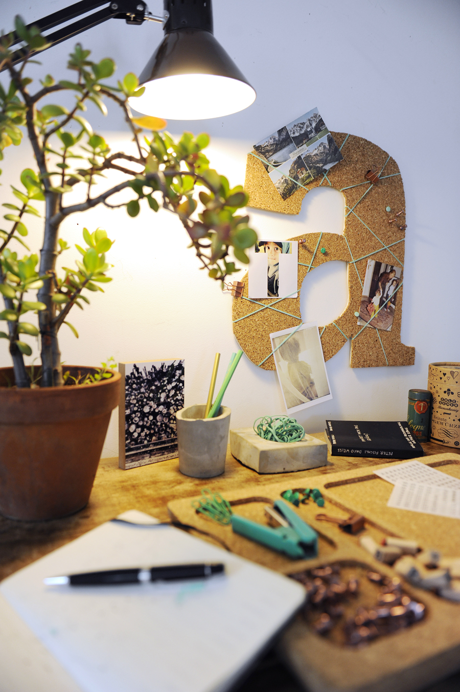 DIY pinboard styling for Servus Magazin   LOOK WHAT I MADE ...