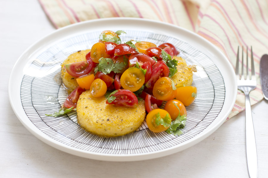 home-office-lunch-recipe-polenta-rounds-tomato-salad