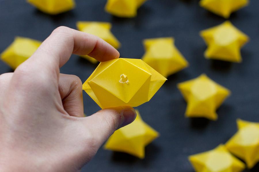 led-light-garland-origami-stars-holes