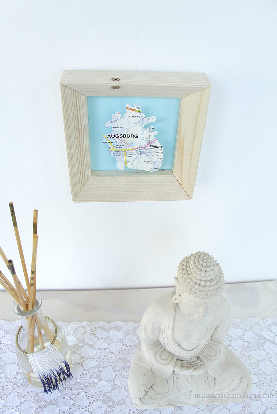 Blogpost from [es.kaa.]makes: Map-themed wall decor