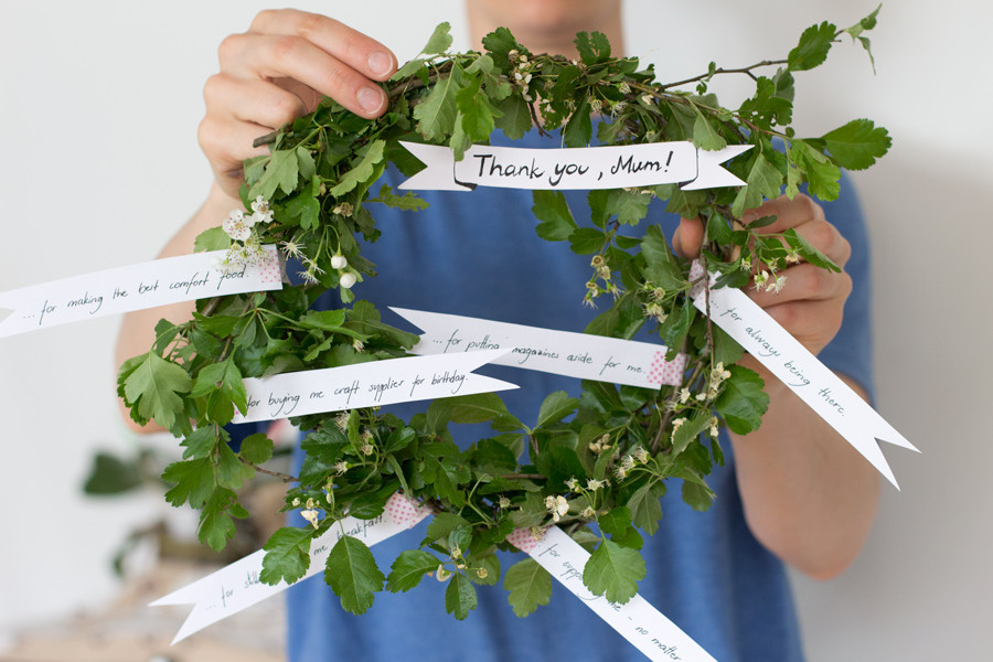 DIY last minute mother's day wreath - to tell your mum how much you love her and how thankful you are for all the little things she does for you.