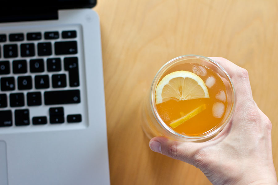 For a refreshing summer drink make this no-sugar lemon and ginger ice tea – done in 10 mins!