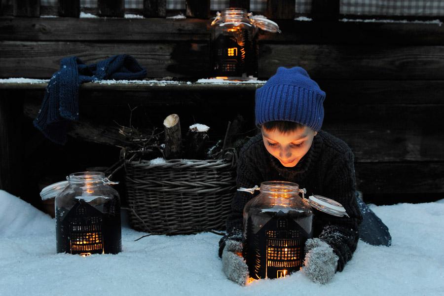 silhouette-lantern-kid-mason-jar-craft-idea