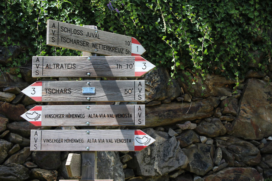 south-tyrol-hiking-paths-signs