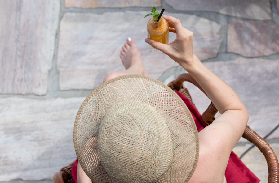 Homemade apricot nectar with cold soda makes the best refreshing summer drink   recipe on the blog