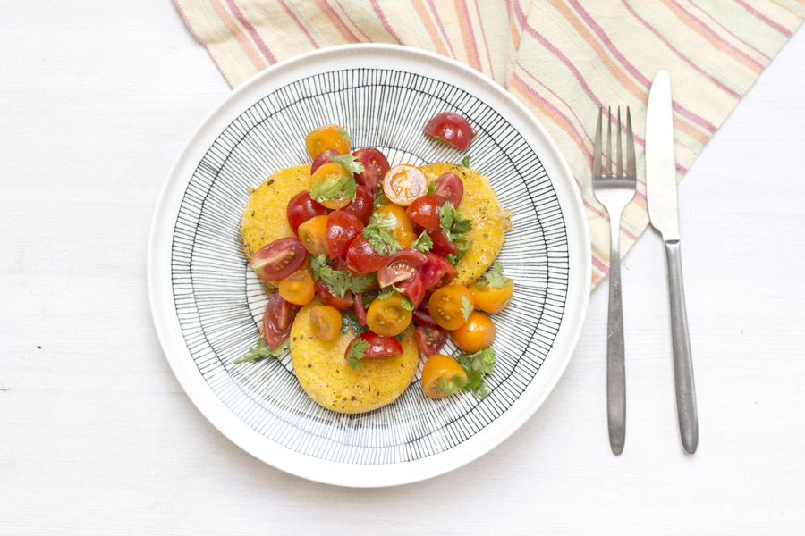 (Home) Office Lunch recipe: Roasted polenta rounds with tomato salad