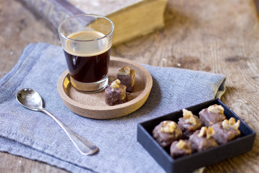 Walnut chocolate pralines